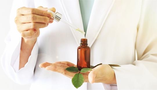 Přírodní pleťová kosmetika, přírodní oleje ve vysoké lékárenské kvalitě, to je Planthé